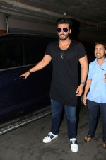 Arjun kapoor landed from london in Mumbai airport on 30th July 2016 (7)_579d9c8ee7523.jpg
