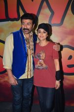 Sunny Deol and Preity Zinta at Superhit Bhaiya On location on 30th July 2016 (68)_579da6a19a3c8.JPG