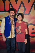 Sunny Deol and Preity Zinta at Superhit Bhaiya On location on 30th July 2016 (72)_579da6a68bcbe.JPG