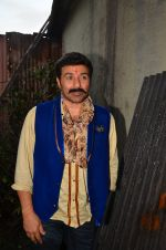 Sunny Deol at Superhit Bhaiya On location on 30th July 2016 (56)_579da8b213210.JPG