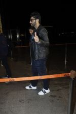 Arjun Kapoor snapped at the airport on 1st Aug 2016 (13)_579ec070462b8.JPG