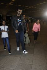 Arjun Kapoor snapped at the airport on 1st Aug 2016 (19)_579ec07657b04.JPG