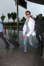 Hrithik Roshan snapped as they leave for Hyderabad on 31st July 2016 (16)_579eea0a723e0.JPG