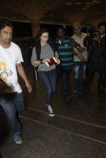 Preity Zinta snapped at the airport on 1st Aug 2016 (6)_579ec0940d04d.JPG