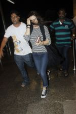 Preity Zinta snapped at the airport on 1st Aug 2016 (9)_579ec0972fb99.JPG
