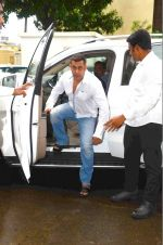 Salman Khan at Rajat Barjatya prayer meet on 31st July 2016  (27)_579ee9c2c4771.JPG