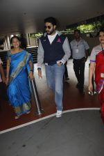Abhishek Bachchan snapped at airport on 1st Aug 2016 (6)_57a02102d5a98.JPG