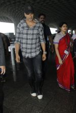 Akshay Kumar snapped at airport on 1st Aug 2016 (15)_57a0211631f5c.JPG
