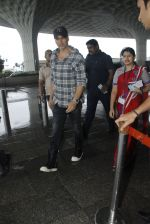 Akshay Kumar snapped at airport on 1st Aug 2016 (17)_57a02118ab296.JPG