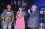 Alka Yagnik, Ramesh Sippy at the Officer_s Choice Blue Mirchi Top 20 charts of 2016 on 1st Aug 2016 (27)_57a01aa9b26f6.JPG