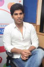 Allu Sirish during the promotion of Telugu movie Srirastu Subhamastu at Radio City on 2nd August 2016  (17)_57a09c1267d9d.JPG