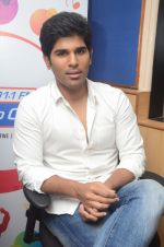 Allu Sirish during the promotion of Telugu movie Srirastu Subhamastu at Radio City on 2nd August 2016  (18)_57a09c13b9910.JPG