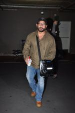 Arshad Warsi snapped at airport on 1st Aug 2016 (29)_57a03a911625a.JPG