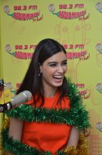 Diana Penty at Radio Mirchi studio to promote their upcoming film Happy Bhag Jayegi on August 2nd 2016 (2)_57a0ac2c36b31.JPG