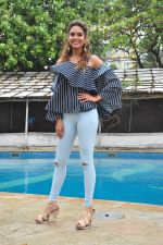 Esha Gupta at Rustom promotions in Mumbai on 1st Aug 2016 (30)_57a0167756cb2.JPG