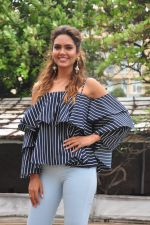 Esha Gupta at Rustom promotions in Mumbai on 1st Aug 2016 (36)_57a0167f3de74.JPG