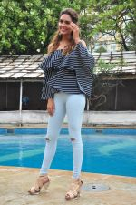 Esha Gupta at Rustom promotions in Mumbai on 1st Aug 2016 (37)_57a01680733d3.JPG