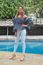 Esha Gupta at Rustom promotions in Mumbai on 1st Aug 2016 (39)_57a01682928b8.JPG