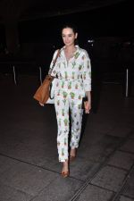 Evelyn Sharma snapped at airport on 1st Aug 2016 (8)_57a03a9a02868.JPG