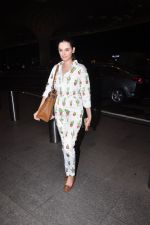 Evelyn Sharma snapped at airport on 1st Aug 2016 (10)_57a03a9b9424e.JPG