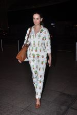 Evelyn Sharma snapped at airport on 1st Aug 2016 (12)_57a03a9e187c1.JPG