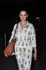 Evelyn Sharma snapped at airport on 1st Aug 2016 (14)_57a03aa06ae59.JPG