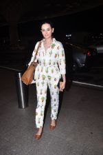 Evelyn Sharma snapped at airport on 1st Aug 2016 (9)_57a03a9adbbd5.JPG