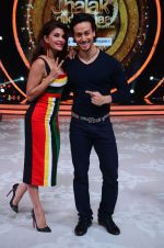 Jacqueline Fernandez and Tiger Shroff during the promotion of film A Flying Jatt on the sets of reality dance show Jhalak Dikhhla Jaa season 9 in Mumbai, India on August 2 2016 (2)_57a09e1ea4c9a.jpg