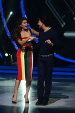 Jacqueline Fernandez and Tiger Shroff during the promotion of film A Flying Jatt on the sets of reality dance show Jhalak Dikhhla Jaa season 9 in Mumbai, India on August 2 2016 (15)_57a09e2144ef2.jpg