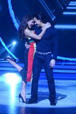 Jacqueline Fernandez and Tiger Shroff during the promotion of film A Flying Jatt on the sets of reality dance show Jhalak Dikhhla Jaa season 9 in Mumbai, India on August 2 2016 (6)_57a09e03067e8.jpg