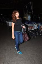 Neetu Chandra snapped at airport on 1st Aug 2016 (22)_57a03aa9dbfab.JPG