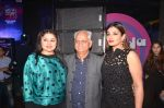 Raveena Tandon, Ramesh Sippy at the Officer_s Choice Blue Mirchi Top 20 charts of 2016 on 1st Aug 2016 (22)_57a01ad99fad4.JPG