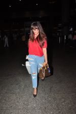 Richa Chadda snapped at airport on 1st Aug 2016 (21)_57a03ac370e14.JPG