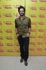 Ali Fazal at Radio Mirchi studio to promote their upcoming film Happy Bhag Jayegi on August 2nd 2016 (14)_57a16eb765dec.JPG