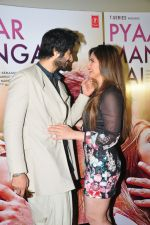 Ali Fazal, Zarine Khan at PYAAR MANGA HAI Video Song Launch on 3rd August 2016 (1)_57a1ac707a5e5.jpg