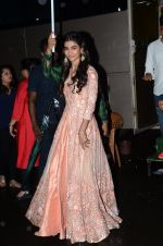 Pooja Hegde promote Mohenjo Daro on the sets of The Kapil Sharma Show on 2nd Aug 2016 (15)_57a172d8899f5.JPG