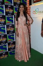 Pooja Hegde promote Mohenjo Daro on the sets of The Kapil Sharma Show on 2nd Aug 2016 (39)_57a172e187e69.JPG