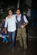 Siddharth Malhotra with Bar Bar Dekho teamat a party on 2nd Aug 2016 (23)_57a1677cdddc7.JPG