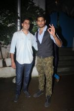 Sidharth Malhotra with Bar Bar Dekho teamat a party on 2nd Aug 2016 (39)_57a1677f76720.JPG