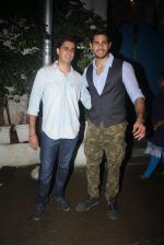 Sidharth Malhotra with Bar Bar Dekho teamat a party on 2nd Aug 2016 (41)_57a16781838b2.JPG