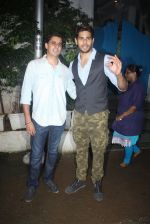 Sidharth Malhotra with Bar Bar Dekho teamat a party on 2nd Aug 2016 (42)_57a16782610df.JPG