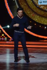 Tiger Shroff during the promotion of film A Flying Jatt on the sets of reality dance show Jhalak Dikhhla Jaa season 9 in Mumbai, India on August 2 2016 (137)_57a18bddec3ff.JPG