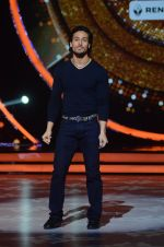 Tiger Shroff during the promotion of film A Flying Jatt on the sets of reality dance show Jhalak Dikhhla Jaa season 9 in Mumbai, India on August 2 2016 (138)_57a18bdef1c15.JPG
