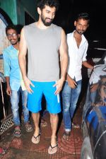 Aditya Roy Kapoor with Dream Team cast snapped post rehearsals on 3rd Aug 2016 (20)_57a2c288f203a.JPG