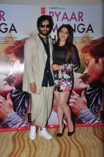 Ali Fazal, Zarine Khan at PYAAR MANGA HAI Video Song Launch on 3rd August 2016 (22)_57a2e71669e68.JPG