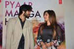 Ali Fazal, Zarine Khan at PYAAR MANGA HAI Video Song Launch on 3rd August 2016 (29)_57a2e7171e8c6.JPG