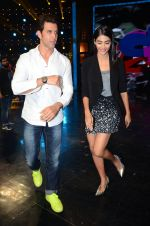 Hrithik Roshan and Pooja Hegde on sets of Dance plus 2 on 3rg Aug 2016 (1)_57a2b84a22b14.JPG