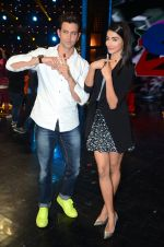 Hrithik Roshan and Pooja Hegde on sets of Dance plus 2 on 3rg Aug 2016 (136)_57a2b84c03e1a.JPG
