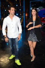 Hrithik Roshan and Pooja Hegde on sets of Dance plus 2 on 3rg Aug 2016 (147)_57a2b85006b04.JPG