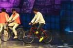 Hrithik Roshan on sets of Dance plus 2 on 3rg Aug 2016 (157)_57a2b88b85104.JPG